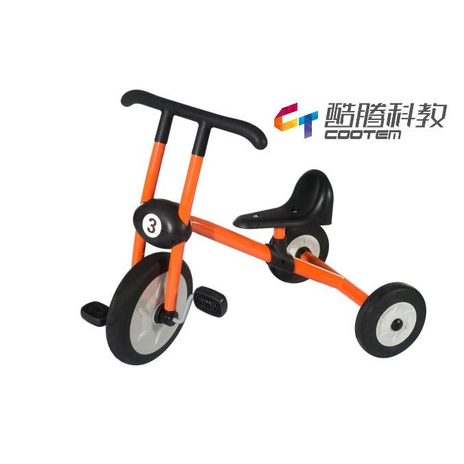 橙色三轮脚踏车