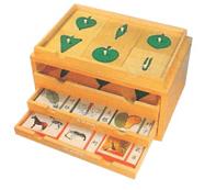 树叶嵌板和动植物卡片柜